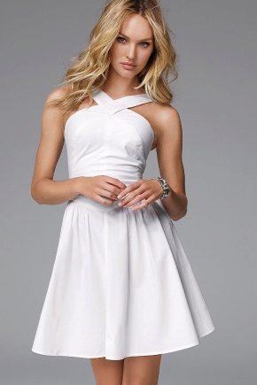 Коротке біле плаття – універсальна модель