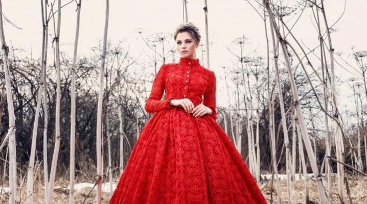 Вечірній сукні червоного кольору
