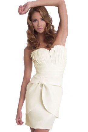 Коктейльне плаття білого кольору