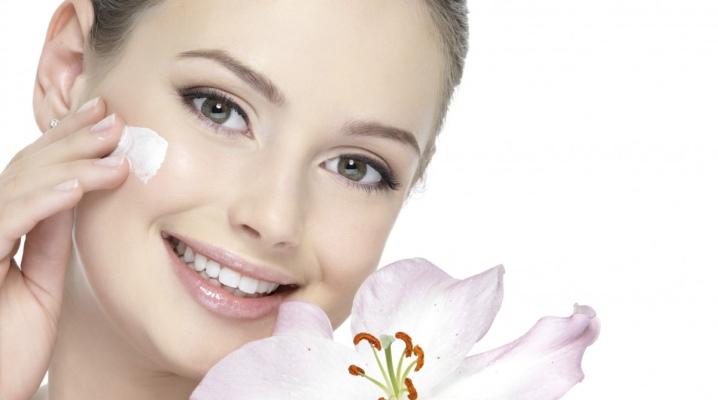 Живильний крем для обличчя і тіла
