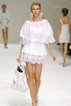 Білі сукні з бавовни з мереживом – комфортно і стильно