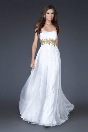 Біле плаття в підлогу – вишукана розкіш