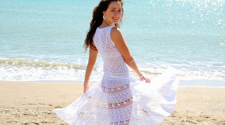 Біле сукня пляжне