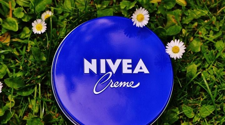 Крем Nivea у синій банку