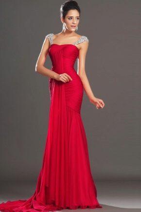 Сукню на випускний червоного кольору