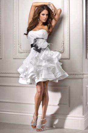 Сукня з воланами на спідниці