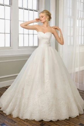 Весільну сукню з корсетом
