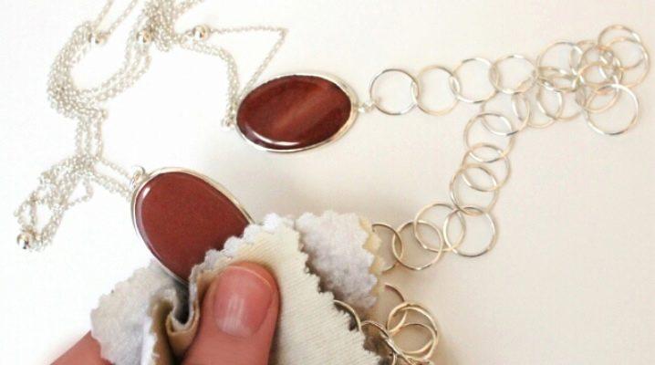 Як почистити золото з каменями в домашніх умовах?