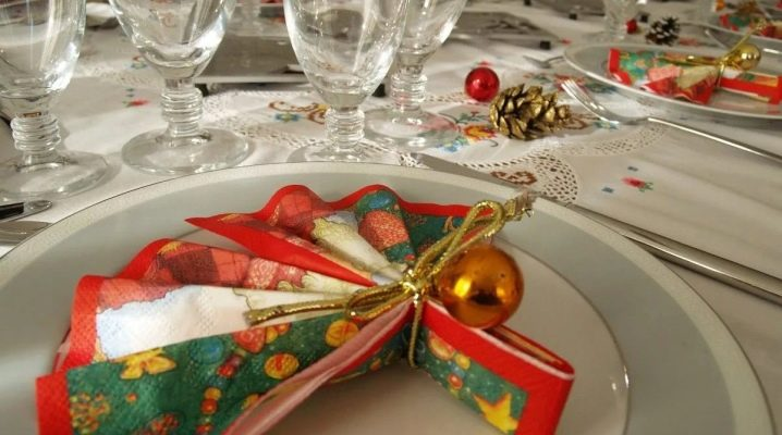 Як гарно скласти серветки на новорічний стіл?