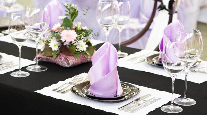 Як гарно скласти серветки на святковий стіл?